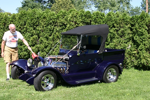 . Harvey Ettinger of Farmington Hills with his 1923 Ford T Bucket.
