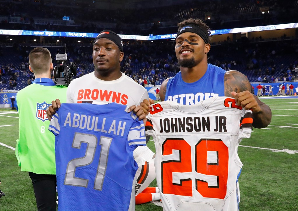 . Cleveland Browns running back Duke Johnson (29), left, and Detroit Lions running back Ameer Abdullah (21) exchange jerseys after their NFL football game, Sunday, Nov. 12, 2017, in Detroit. (AP Photo/Jose Juarez)