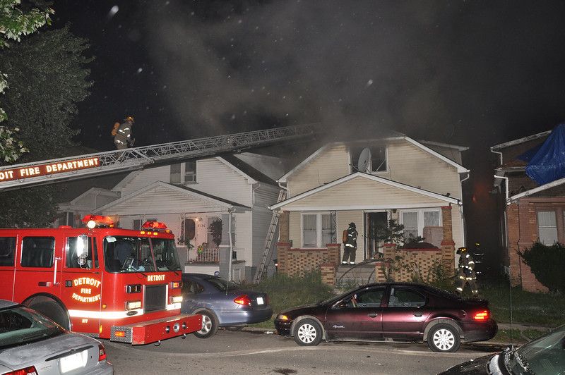 Detroit Dwelling Fire/Lonyo & Smart/8-22-09/2:15 AM/E42, 49, 54, L22, Squad 4, Chief 7.