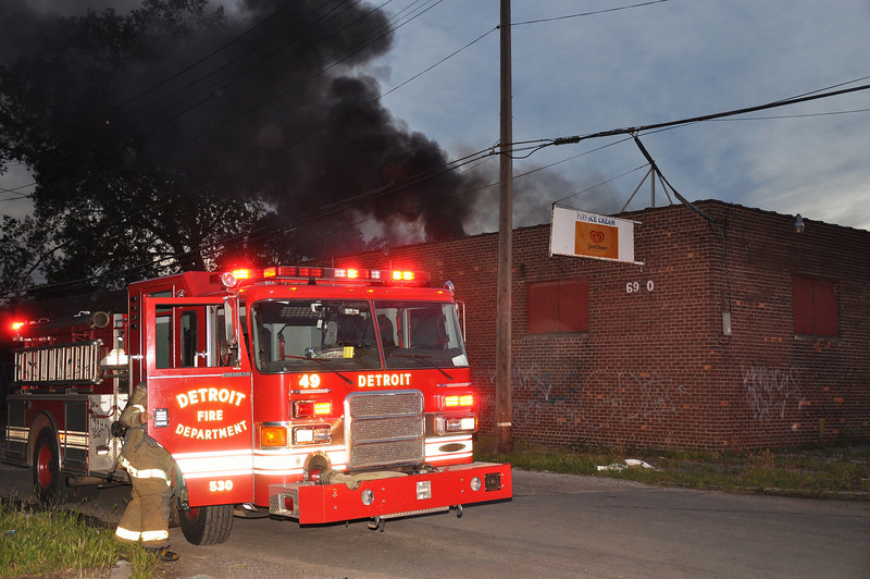 Vacant Commercial Building/Braden & Wagner/9:15 PM/E42, 49, 39, L21, Sqd. 5, Chief 7. (6-12-09)