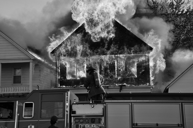 Multiple Dwelling Fire/Parkinson & Michigan/8:15 PM/E34, 10, 33, 27, L22, 13, Sqd. 4, Chief 7. (6-12-09)