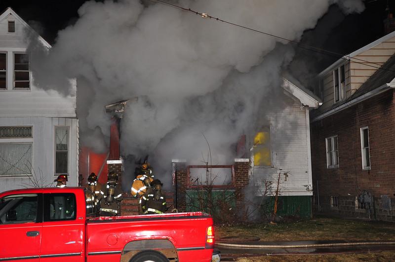 Dwelling Fire/Palmer & McDougall/3-12-09/E23, 17, 9, 46, L16, 10, Squad 3, Chief 1