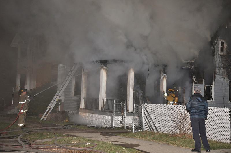 Detroit Dwelling Fire-3/28/10-Burton & Pelouze-1:15 AM-E34, 10, 42, L22, Sqd. 4, Chief 7.