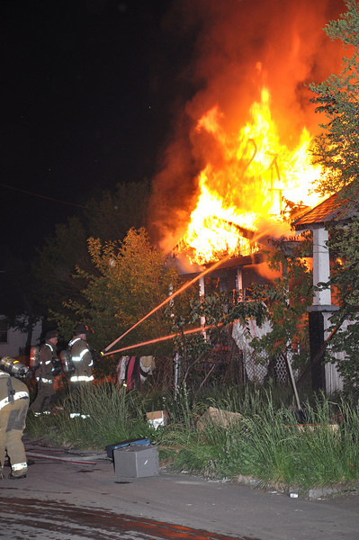 Detroit Dwelling Fire-5/27/10-3:50 AM-Seminole & Georgia-E46, 23, 41, Ladder 16, Chief 9.