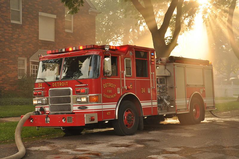 Detroit Eng. 34 @ a box alarm at Annapolis & Oakman