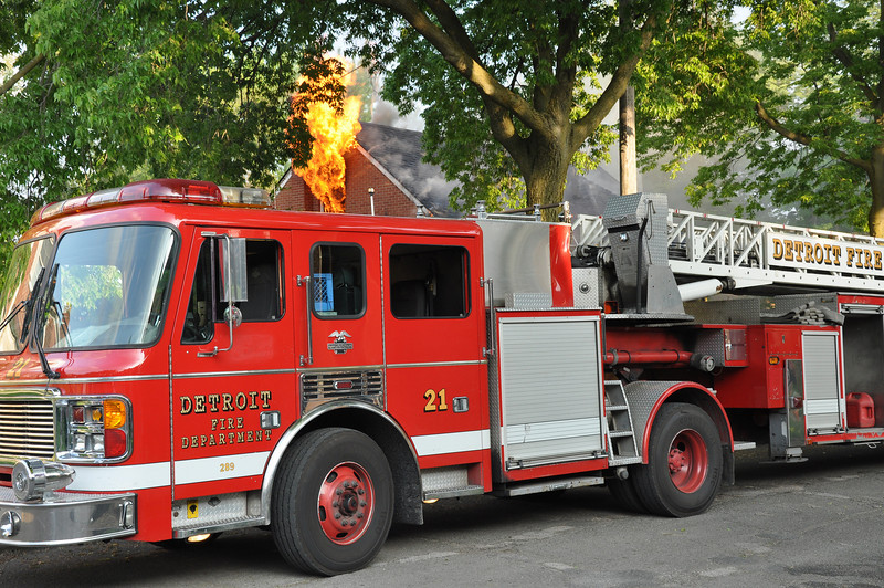 Detroit Dwelling Fire-5/27/10-7:30 PM-Annapolis & Oakman-E34, 49, 39, 40, Ladder 21, Sqd. 4, Chief 2.