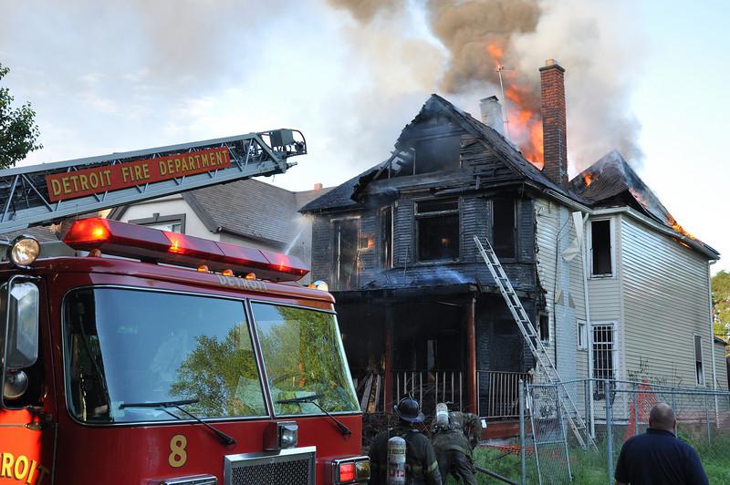 Detroit Dwelling Fire-5/29/10-6:45 AM-Toledo & Morell-E27, 10, 29, 33, 8, Ladder 8, Sqd. 4, Chief 7