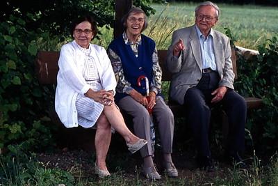 Tante Elfriede mit meinen Eltern