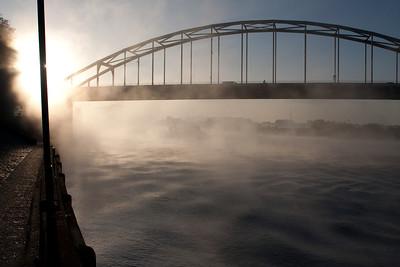 IJssel, mist en de Wilhelminabrug