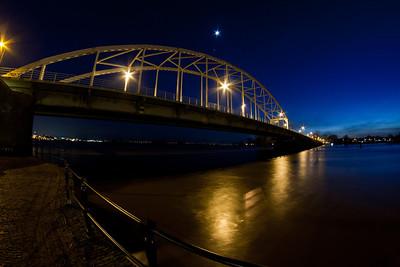 Wilhelminabrug en IJssel