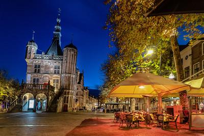 Museum De Waag en terrassen aan de Brink