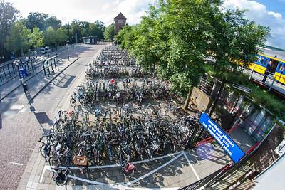 Augustus 2010 - fietsenstalling bij Busstation
