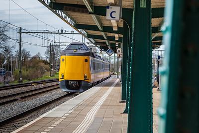 Trein komt aan op Spoor 3
