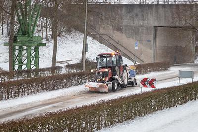 Sneeuwschuiver in actie op de Worp