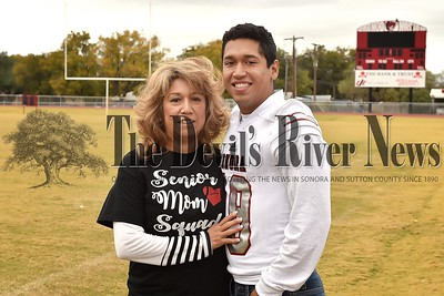Football Senior/Mom 25Nov17