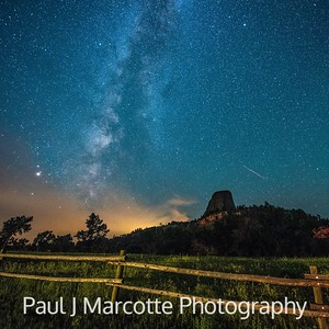 Meteor streaking towards Devils tower