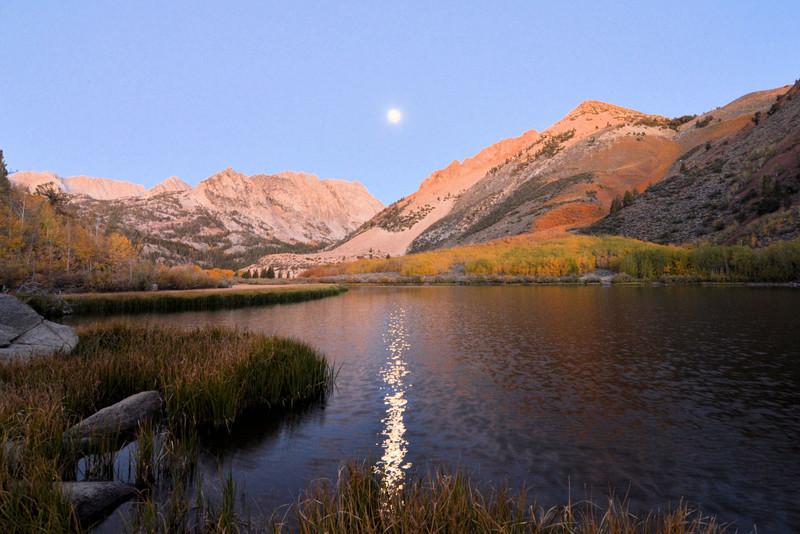 DsrtVW - Fall and Full Moon at North Lake