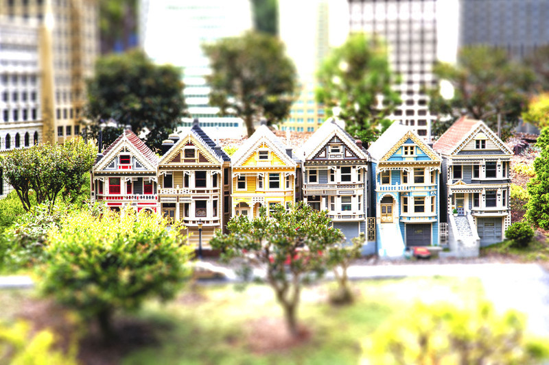 shooshoo - Painted tilt shifted ladies