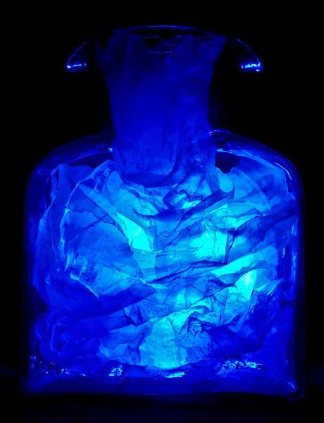 e mari ad terram - blue vase