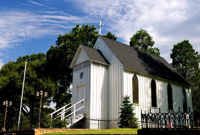 DsrtVW - Little Church on the Hill
