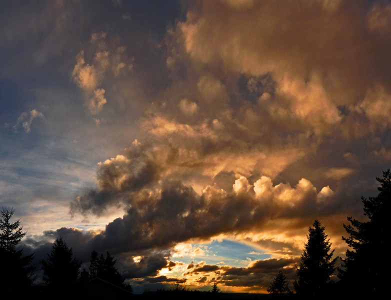 "WhatSheSaw - Magnificent Skies <a href=""http://whatshesaw.smugmug.com/Competitions/DSS-70-What-You-Love/15928278_nWtTx#1194627828_82pTr"" target=""_blank"">EXIFS here</a>"