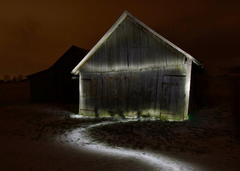 kentwaller - old barn in snow