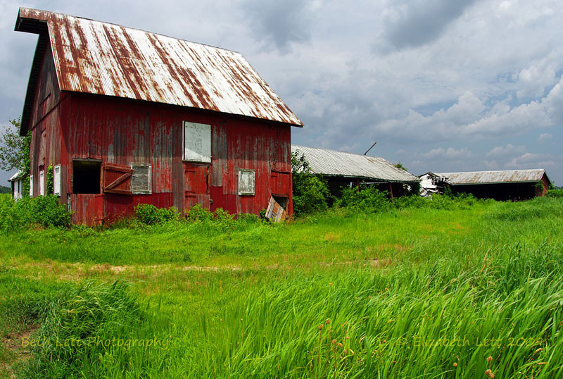 Red Barn Abandoned