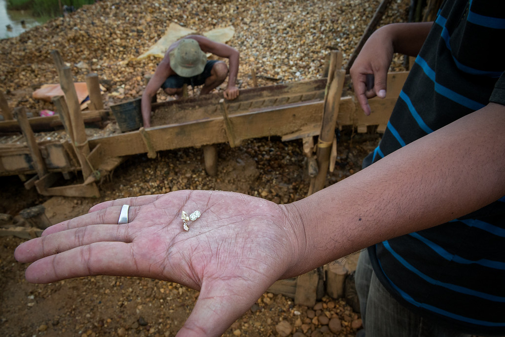 Man showing diamonds for sell (from Cempaka).