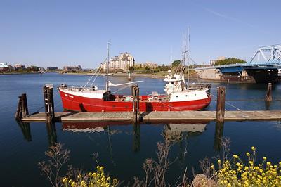 2004-04-25 Victoria: ship