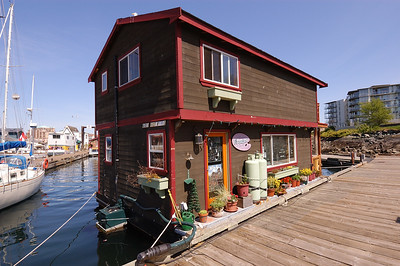 2004-04-25 Victoria: floating house