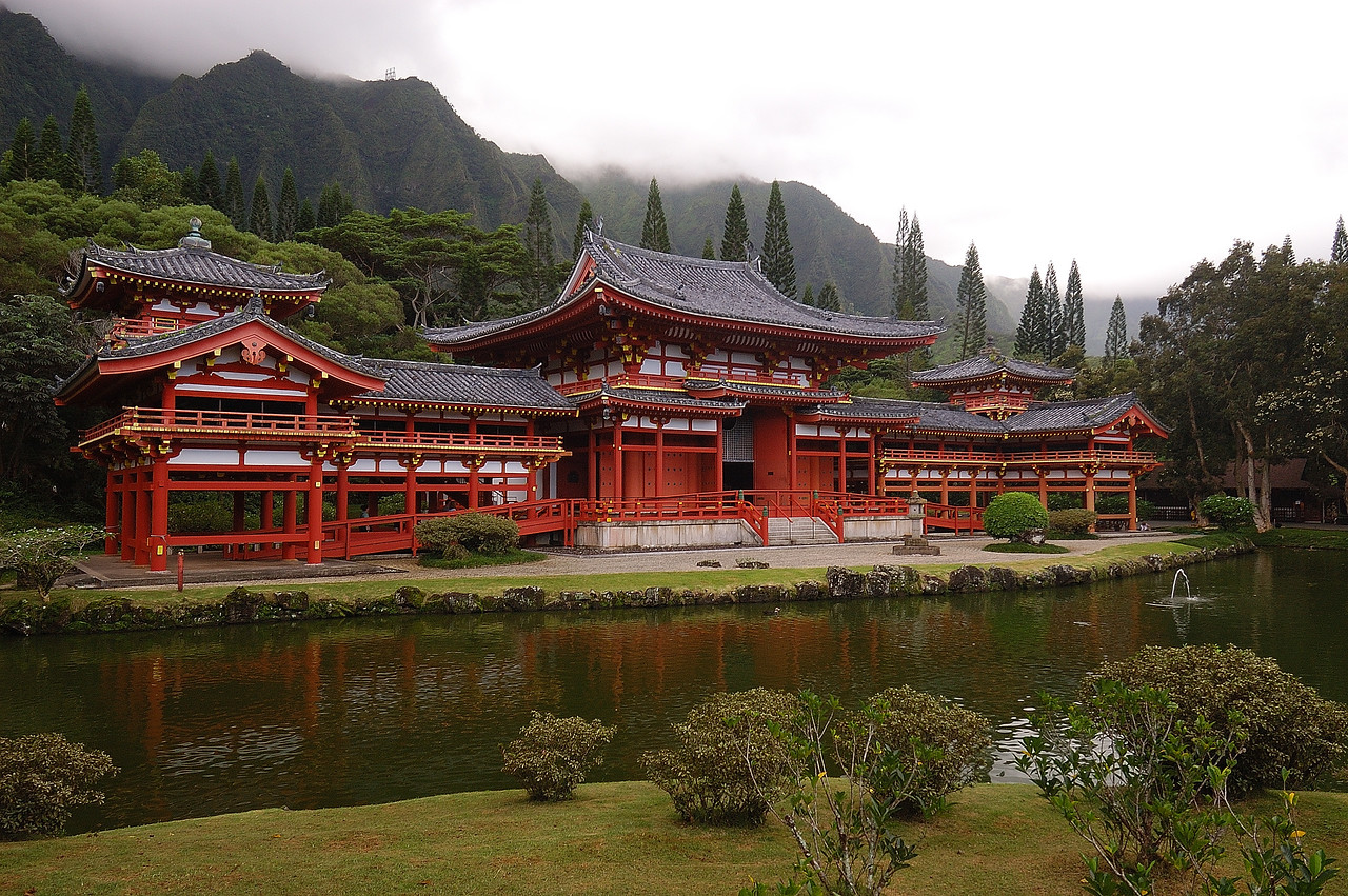 Mark Phillips, Shi-No Temple, Oahu, HI, 2004.11.24.
