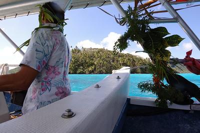 2005-10-18 shark feeding, Huahine, French Polynesia