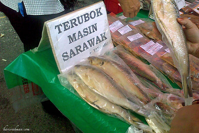 Terubuk Masin - Yum! Yum!  This is basically salted herring, and is a specialty of Sarawak. Preparing it from our end is quite simple, we usually deep fry them. We have been visiting this gentleman's stall for the last 3 years, and even have his contact number should we crave for some outside Ramadhan.