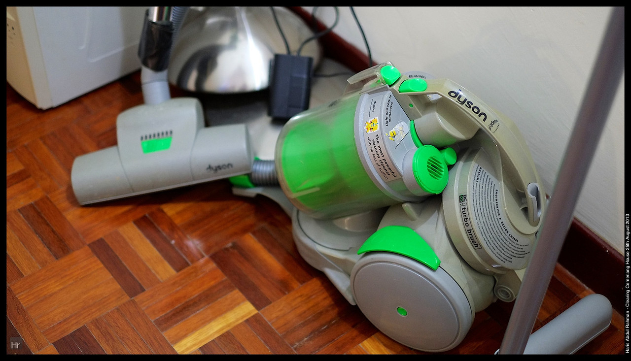 Our old Dyson. The maid broke it a few years back. 25th August 2013