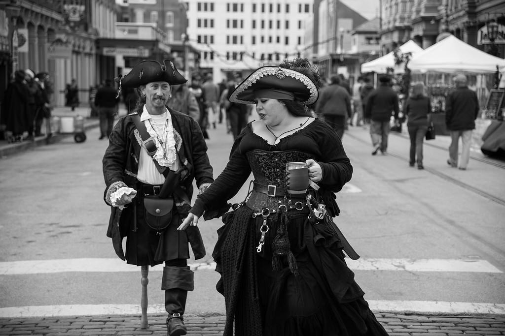IMAGE: https://photos.smugmug.com/Dickens-on-the-Strand/i-rhD5ZgS/0/334a6848/XL/71-3-XL.jpg