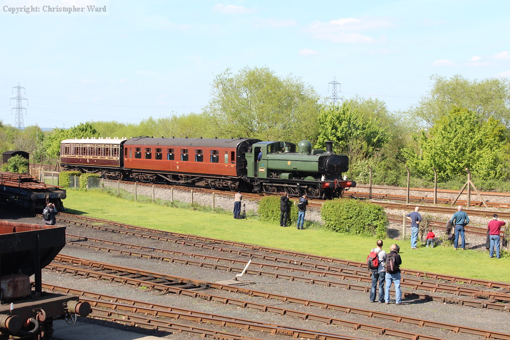 The Pannier tank pulls up to await the King