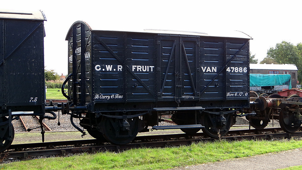 GWR 2356 (47886) Vent Fruit Van Plank, Fruit B. 13,10,2012