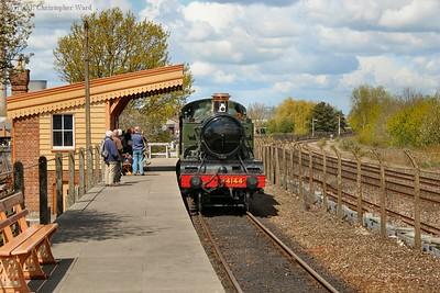 4144 pulls into the platform