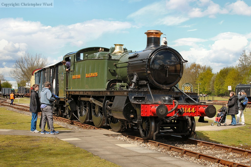 4144 shunts the stock during a changeover on the main demonstration line