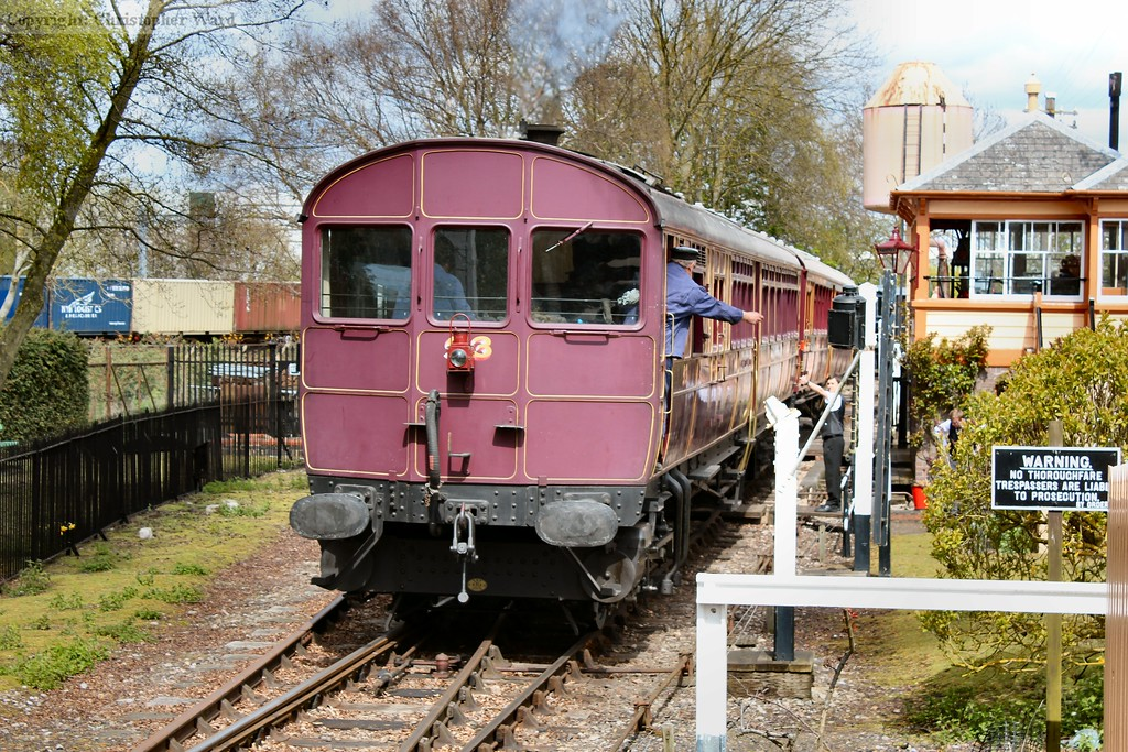 The Railmotor pulls away from the branch line platform and prepares to take the token