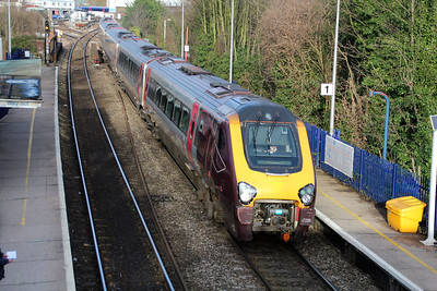 Voyager 221130 passes Reading West 01/02/13.