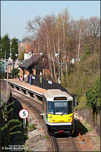 139002 arrives at Stourbridge Town whilst forming 2P91 1319 Stourbridge Junction-Stourbridge Town on 27/03/2012.