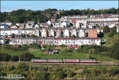 143610+142083 form 2Y32 0942 Bargoed-Barry Island approaching Gilfach Fargoed on 17/09/2005.