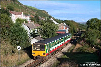 143614 forms 2Y26 0840 Rhymney-Barry Island at Tir Phil on 17/09/2005.
