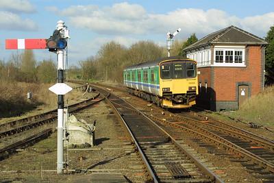 150124 arrives at Henley in Arden on 19/02/2004 whilst working 2S70 1325 Birmingham Snow Hill-Stratford upon Avon.