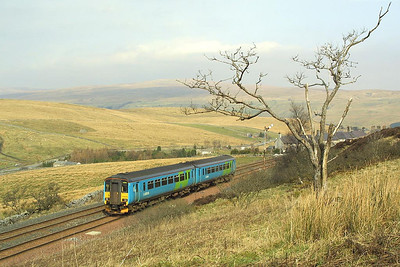 156475 departs from Garsdale whilst working 2H89 1154 Carlisle-Leeds on 23/03/2002.