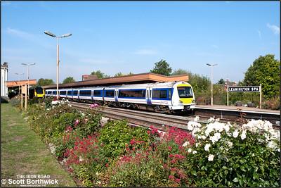 168216 restarts 1H31 1012 Birmingham Snow Hill-London Marylebone away from Leamington Spa on 02/09/2011.