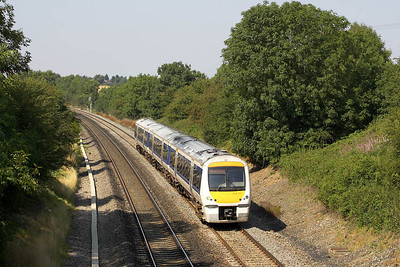 168107 heads the 1412 Birmingham Snow Hill-Beaconsfield service at Cropredy on 17/08/2005. Due to the Gerrards Cross tunnel collapse, passengers for London Marylebone would be bused between Beaconsfield & Denham, from where they would continue on the 1639 Denham-London Marylebone shuttle service.