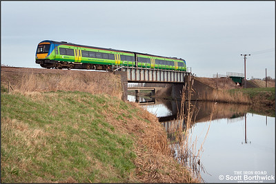 170511 crosses Twenty Foot River at Turves on 22/01/2005 with 1M20 1157 Norwich-Liverpool Lime Street.