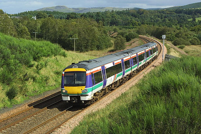170427 forms 1T20 1142 Aberdeen-Glasgow Queen Street on 28/08/2004 as it passes Bardrill Road, Blackford.